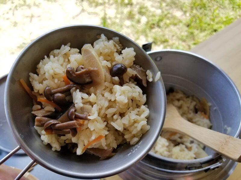 ユニフレーム「キャンプ羽釜 3合炊き」で炊き込みご飯を作る