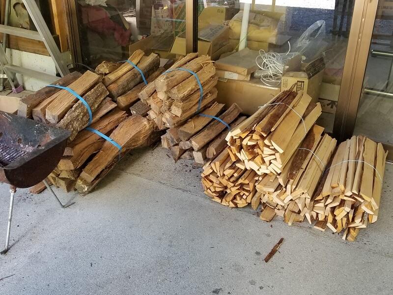 オートキャンプ竜門で販売されている薪