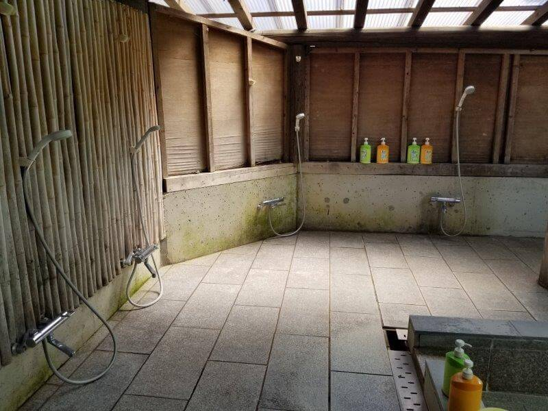 オートキャンプ竜門 露天風呂の洗い場