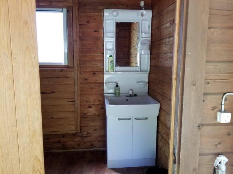 吉原ごんべえ村キャンプ場のトイレ