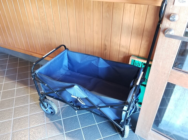 木魂館で無料レンタルできる荷物運搬用のアウトドアワゴン
