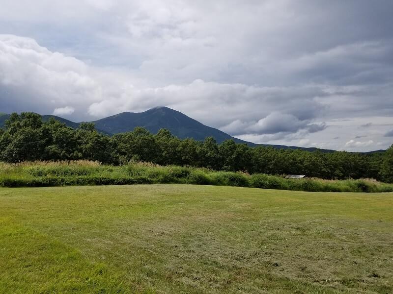 九重グリーンパーク泉水キャンプ村 オートキャンプサイト(Bエリアから見る涌蓋山)