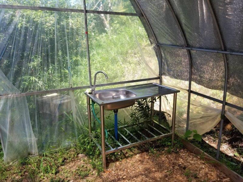 吉原ごんべえ村キャンプ場 全天候型ドームサイト8番サイトの流し台