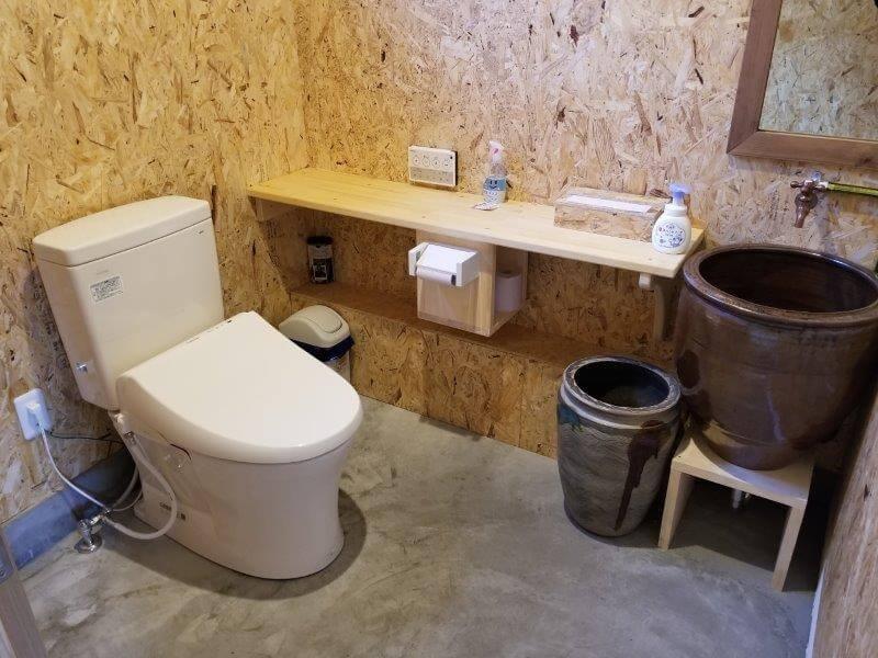 熊谷牧場・雛戸 ブルーベリー・キャンプガーデンのカフェ内にあるトイレ