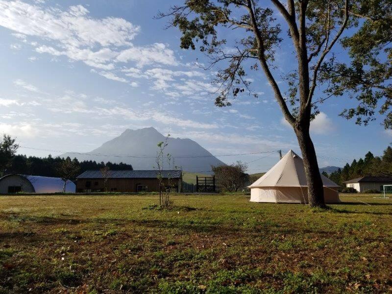 熊谷牧場・雛戸 ブルーベリー・キャンプガーデンのテントサイトから由布岳が一望できる