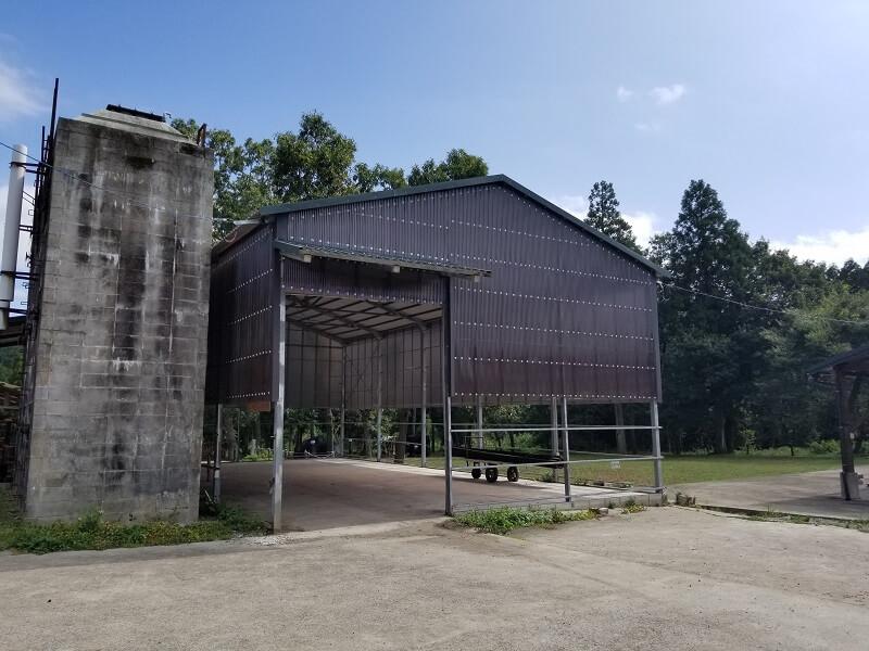 キャンプ&農園 玖珠の杜 木漏れ日エリアの屋根付きスペース