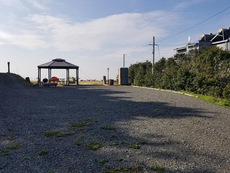 Camp & Cafe ルート61 テントサイト横の駐車場