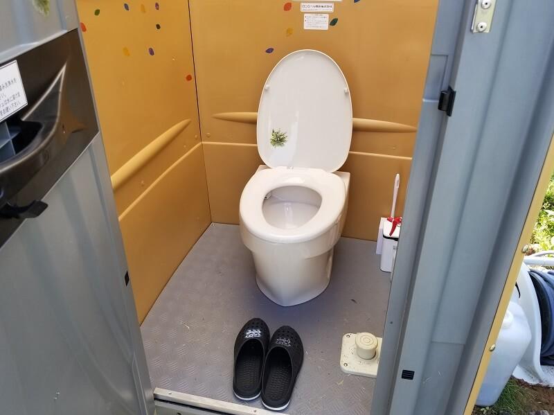 Camp & Cafe ルート61 テントサイトにあるトイレ