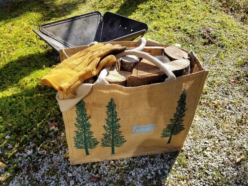 「薪工房」で買った桜の薪をオレゴニアンキャンパーの麻バッグに入れてみた