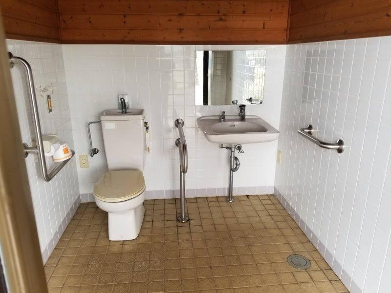草枕山荘キャンプ場 車いす用トイレ
