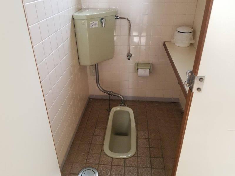 草枕山荘キャンプ場 女性用和式トイレ