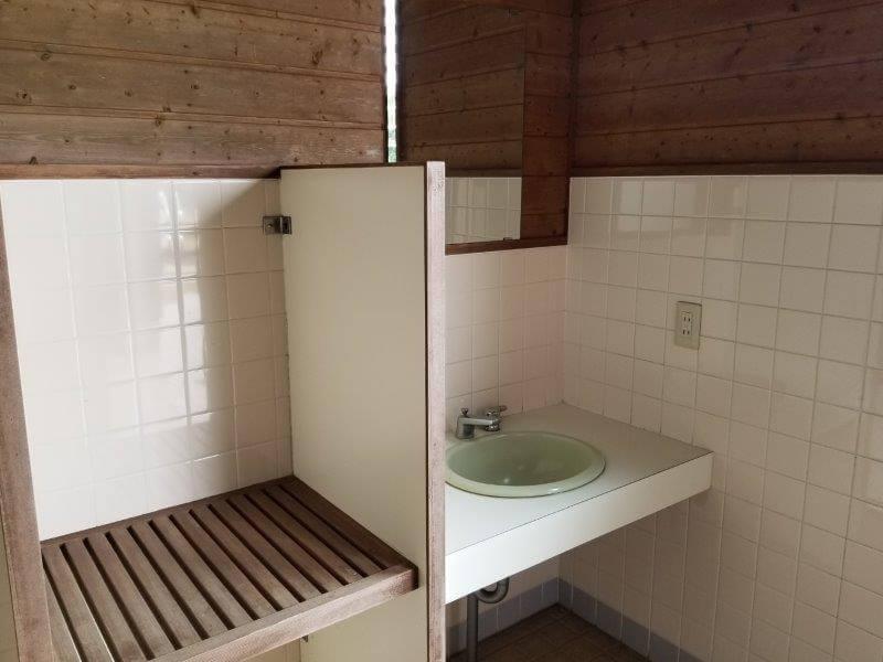 草枕山荘キャンプ場 トイレの手洗い場