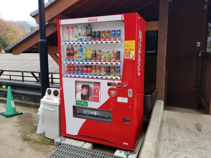 草枕山荘キャンプ場 管理棟の前にある自動販売機