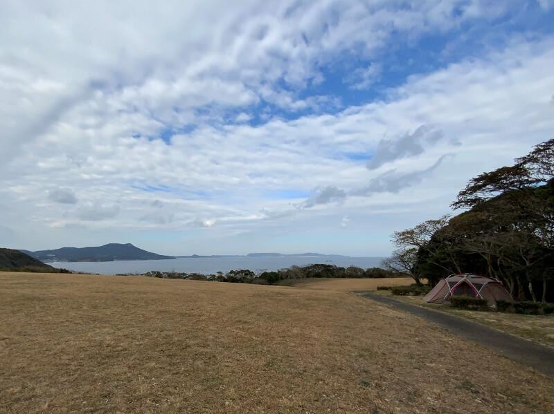 中瀬草原キャンプ場 海が一望できる林間サイト
