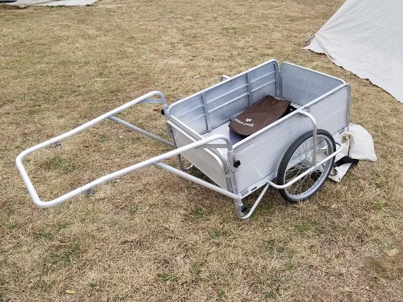 中瀬草原キャンプ場 ギア運搬用のリヤカー