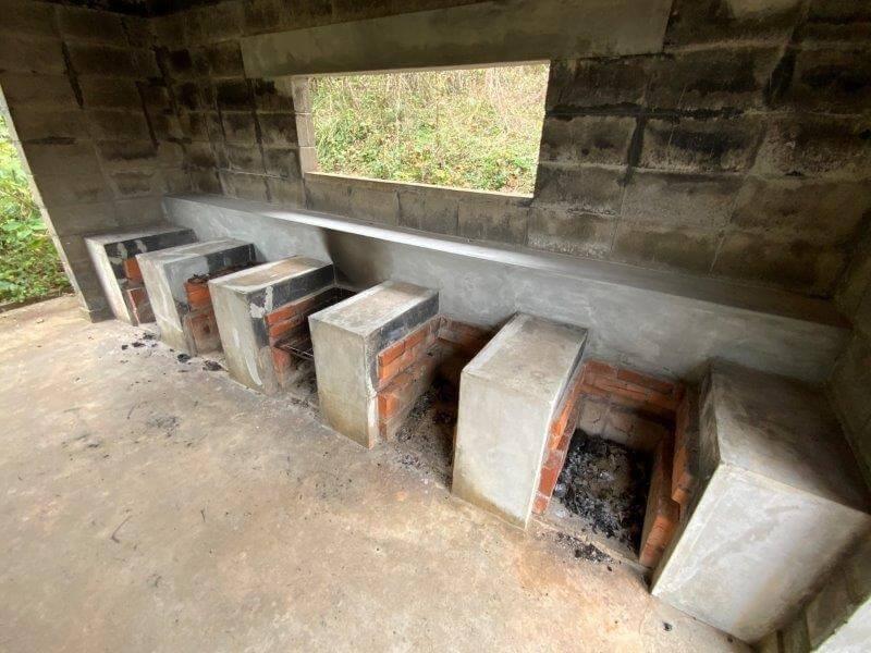 中瀬草原キャンプ場 炊事場の野外炉