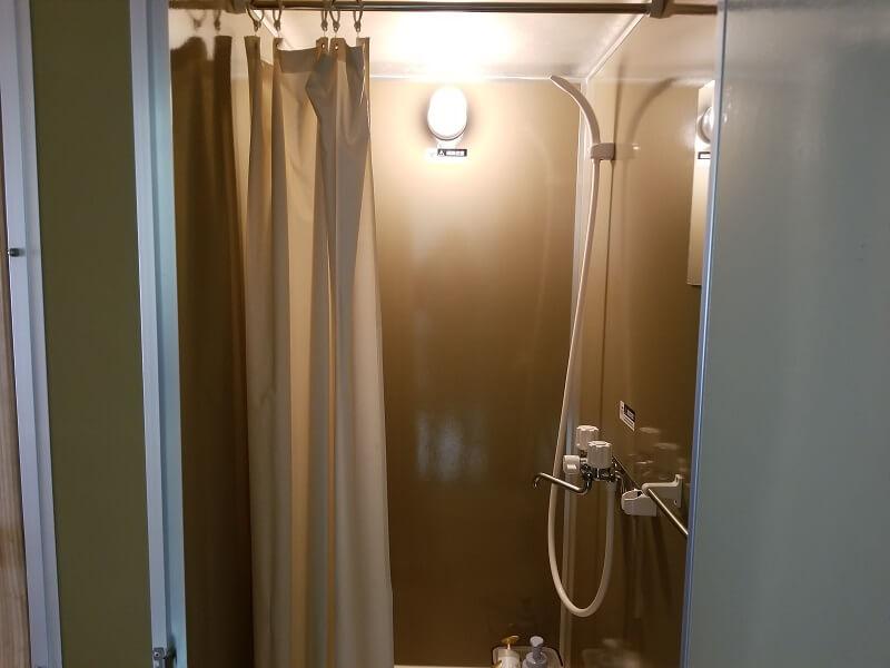 たまなフラワーパークのシャワーブース内