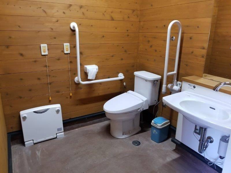 吉無田高原 緑の村 フリーサイト横の車いす用トイレ