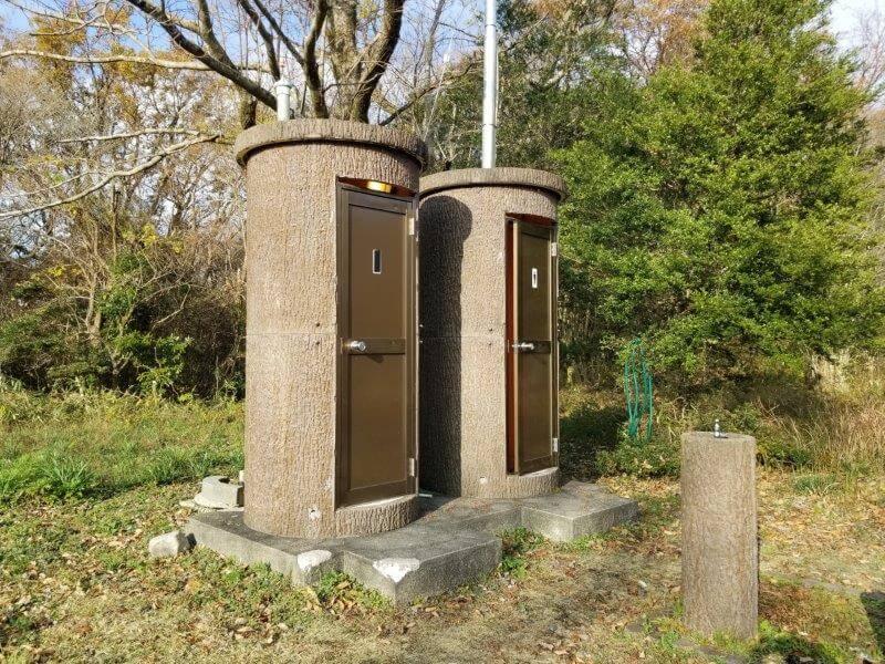 吉無田高原 緑の村 電源サイト前にあるトイレ