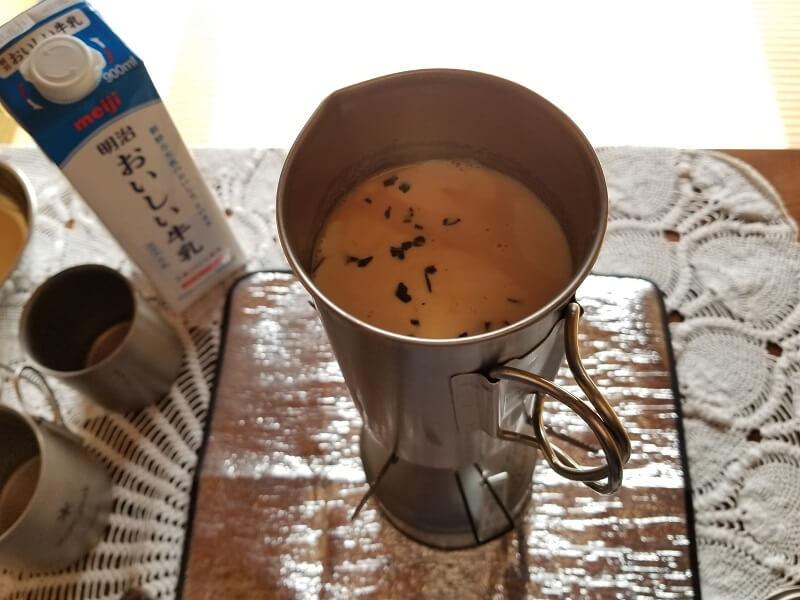 スノーピーク「チタンカフェプレス」で濃厚ミルクティを淹れる(牛乳を入れて再び火にかける)