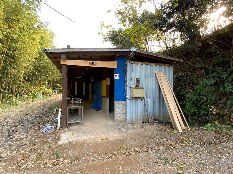 西海橋オートキャンプ場のサニタリー棟