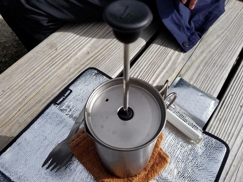 スノーピーク「チタンカフェプレス」で紅茶を淹れる(数分待つ)