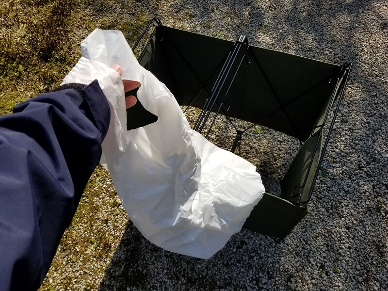 ユニフレーム「UFダストスタンド4」は一般的なレジ袋が使える