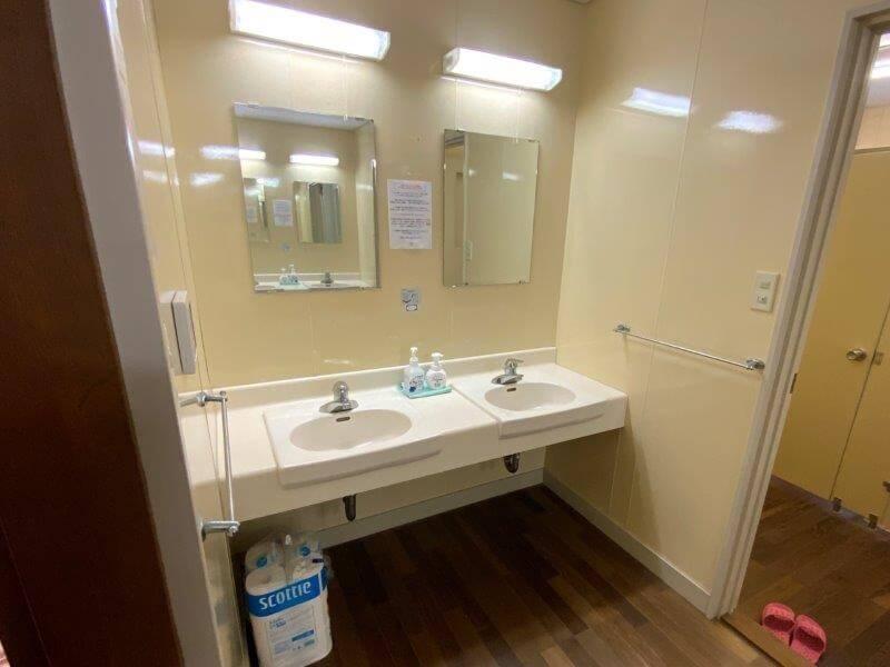 【糸島ピクニックビレッジオートキャンプ場】管理棟の手洗い場
