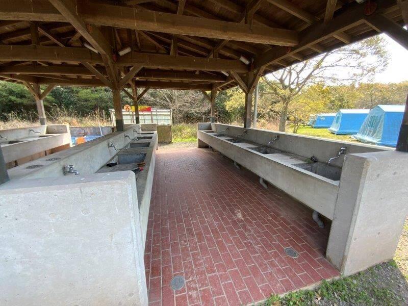 大崎自然公園キャンプ場 オートサイトにある炊事棟