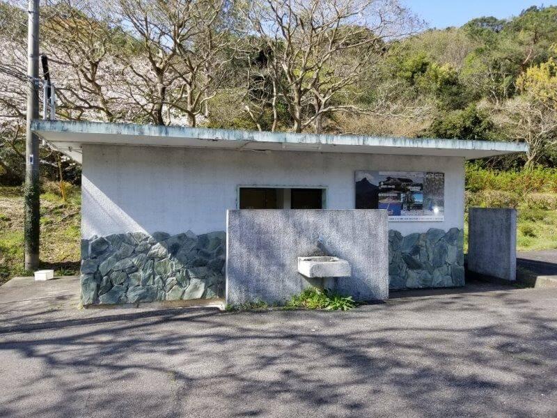 大崎自然公園キャンプ場 駐車場にあるトイレ