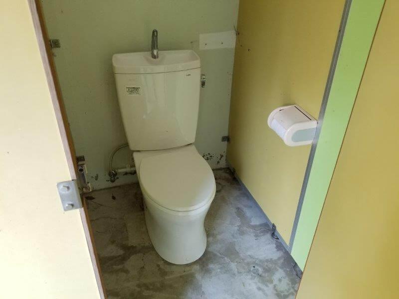 大崎自然公園キャンプ場 駐車場にある洋式トイレ