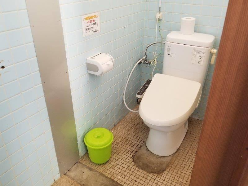 大崎自然公園キャンプ場 フリーサイトにある洋式トイレ