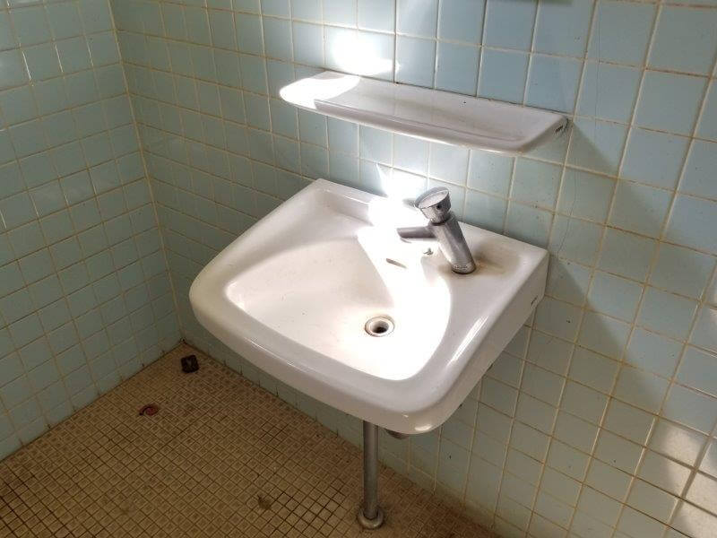 大崎自然公園キャンプ場 フリーサイトにあるトイレの手洗い場