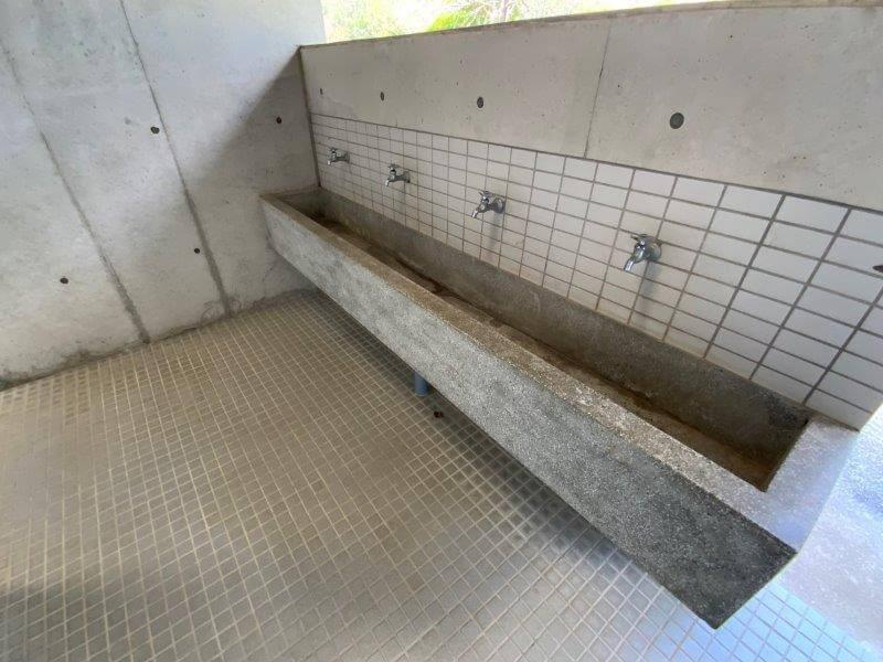 大崎自然公園キャンプ場 オートサイトにあるトイレの手洗い場
