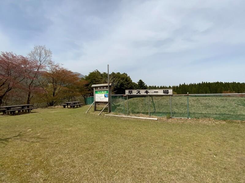 【ひなもりオートキャンプ場】草スキー場は無料で遊べます