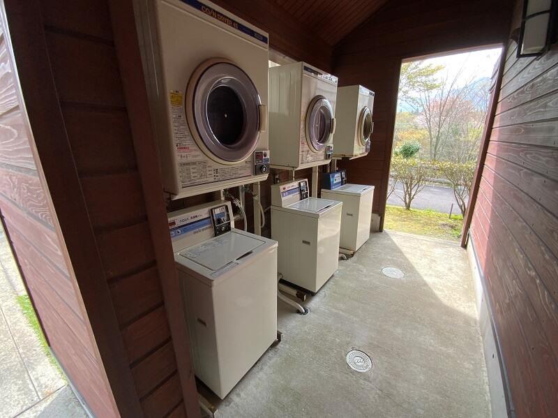 【ひなもりオートキャンプ場】サニタリーハウスAのランドリー設備