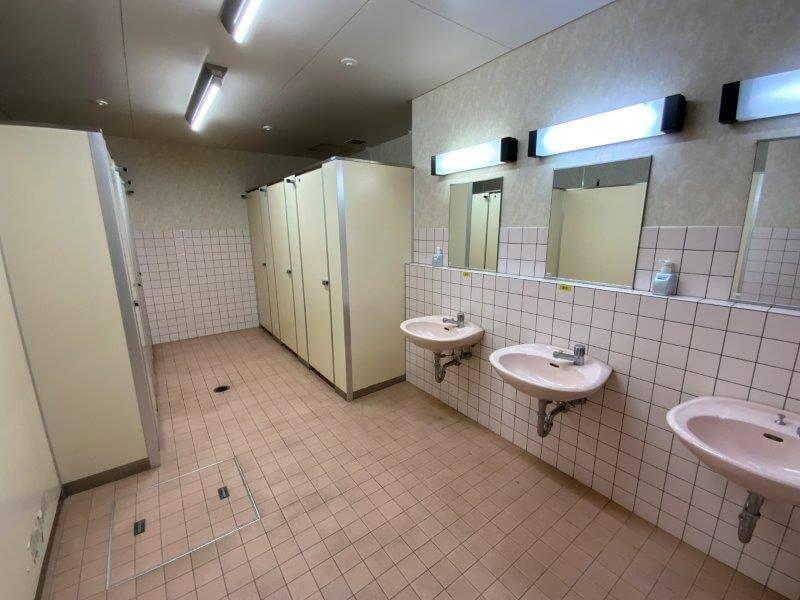 【ひなもりオートキャンプ場】サニタリーハウスAのトイレ