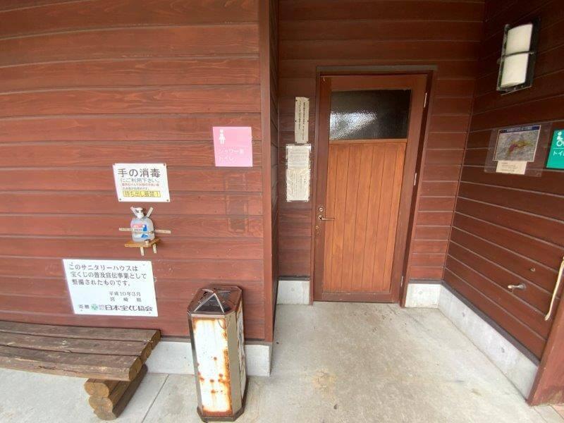 【ひなもりオートキャンプ場】サニタリーハウスBのトイレ