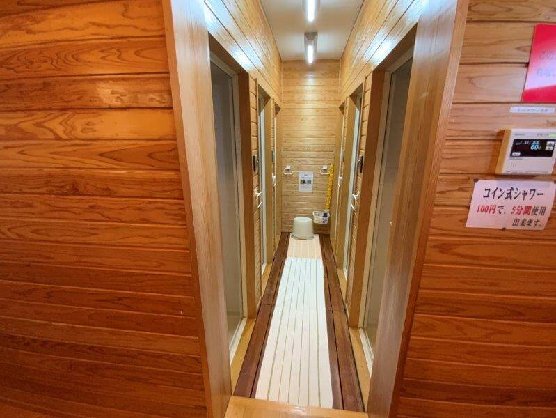 【ひなもりオートキャンプ場】サニタリーハウスAのシャワー設備