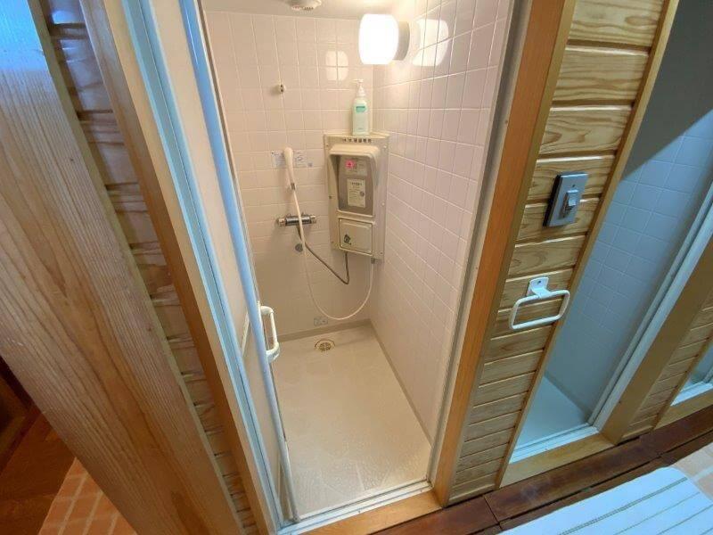 【ひなもりオートキャンプ場】サニタリーハウスAのシャワールーム