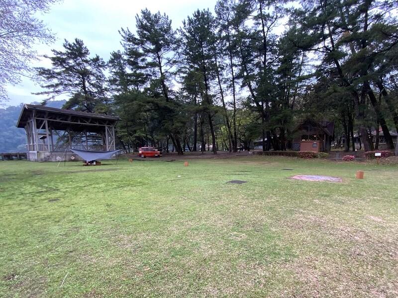 【御池キャンプ村】湖畔沿いのA(アカショウビン)サイト