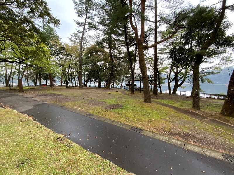 【御池キャンプ村】湖畔沿いのO(オオルリ)サイト
