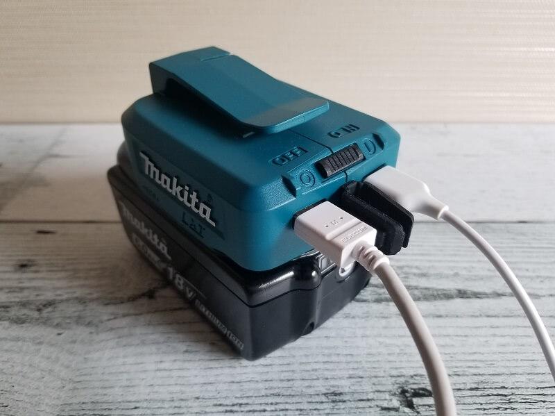 マキタ製USB用アダプタはUSB端子が2口付いている