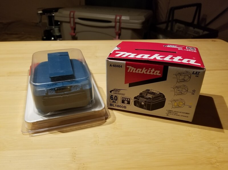 マキタ製USB用アダプタと純正バッテリ