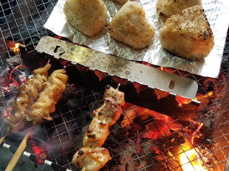 キャンプde焼き鳥のススメ(焼きおにぎりを作る)