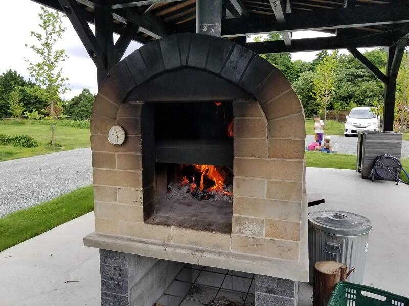 NORTH VALLEY(ノースバレー)サイト中央にピザ窯があります