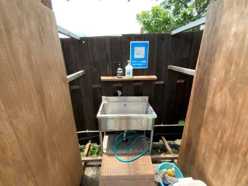 くじゅう花公園 オートキャンプ場 サイト近くの簡易トイレにある手洗い場